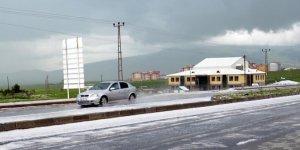 Kars'ta ceviz büyüklüğünde dolu yağdı