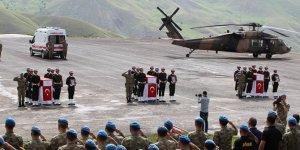 Hakkari'de şehit askerler için tören!