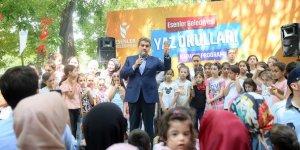 Aileler Piknikte Çocuklar Şenlikte, Binlerce Kişi Millet Bahçesinde