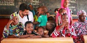 TİKA'nın gönüllü gençleri Nijer'de köy okulu ziyaret etti