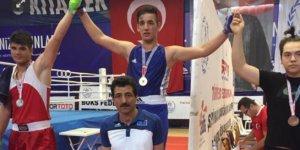 Türkiye'nin genç boksörü Yavuz Kargidan