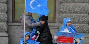 Müslümanlar cami yıkım kararını protesto etti!