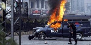 Pakistan'da polise saldırı!