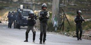 İsrail askerleri Gazze sınırında Filistinli bir genci şehit etti