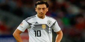 Almanya'dan Mesut Özil'e 'geri dön' çağrısı