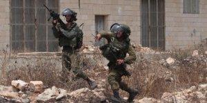 İsrail güçleri biri gazeteci 15 Filistinliyi gözaltına aldı