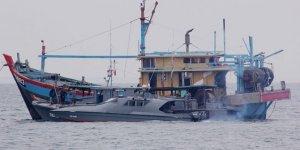 Endonezya'da yasa dışı avlanan 125 balıkçı teknesi batırıldı