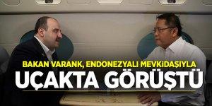 Bakan Varank, Endonezyalı mevkidaşıyla uçakta görüştü