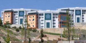 Necmettin Erbakan Üniversitesi 100 personel alacağını duyurdu..