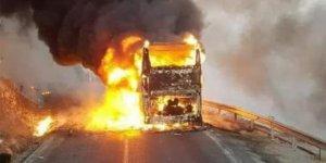 Yolcu otobüsü seyir halindeyken alev aldı! 35 yolcu...