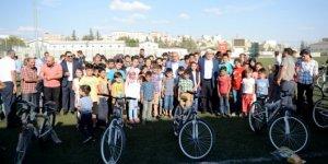 Okula başlayan 110 çocuğa bisiklet dağıtıldı!