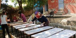 """Beş gönüllü genç, """"İyilik Ağacı"""" projesi kapsamında okulun çehresini değiştirdi!"""