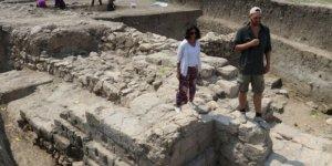Adana'da savaş izi taşıyan çift duvarlı sur!