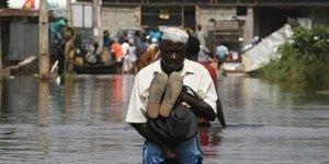 Nijerya'daki sel 100'den fazla can aldı!