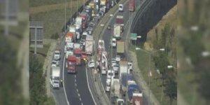 TEM'de kaza yoğun trafik oluştu....