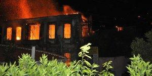 Tire'de tarihi konak alevler içinde yok oldu!