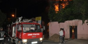 İzmir Tire'de tarihi konak yandı