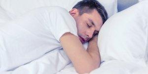 Bilim insanları açıkladı! En zararlı uyku pozisyonunu...