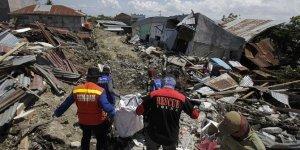 Endonezya'da DEPREM! Ölü sayısı bin 424'e çıktı