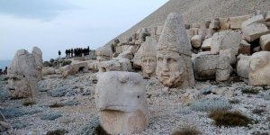 Nemrut Dağı'nın zirvesinde çiğ köfteli kutlama!