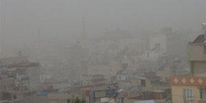 Toz fırtınası Kilis'te hayatı olumsuz etkiledi