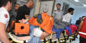 Adıyaman'da Turist kafilesini taşıyan minibüs şarampole yuvarlandı: 16 yaralı