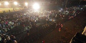 Hindistan'daki tren kazasında ölenlerin sayısı 61'e yükseldi