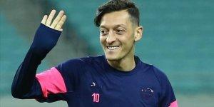 Mesut Özil'den şükür mesajı