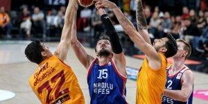 Galatasaray'ın genç basketbolcusu 1 ay yok