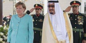 Angela Merkel, Kral Selman ile telefonda görüştü!