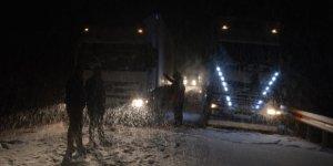 Ağrı ile Van arasındaki Tendürek Dağı Geçidi'nde ulaşıma kar engeli...