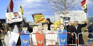 Merkel'in görüşmesinde Sisi Berlin'de protesto edildi