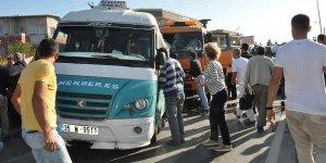 İzmir'de kamyon yolcu minibüsüne çarptı: 1 ölü, 12 yaralı