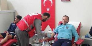 Başakşehir Teknik Direktörü Avcı ve futbolcular Kızılay'a kan bağışladı!