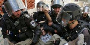 Bu yıl gözaltına alınan 908 Filistinli çocuktan 270'i İsrail hapishanelerinde tutuluyor!