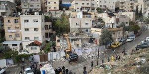 İsrail Filistinlinin evini kendi elleriyle yıktırdı