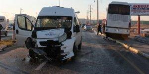 Aksaray'da iki servis çarpıştı: 17 yaralı