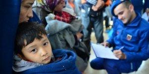 Yasa dışı yollardan Türkiye'ye giren göçmen sayısı 60 ilin nüfusunu geçti!
