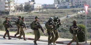 İsrail askerleri yıkıma direnen 150 Filistinliyi statta alıkoydu