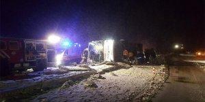 İki ilde yolcu otobüsleri kaza yaptı: 3 ölü, 40 yaralı
