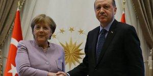 Başkan Erdoğan ile Merkel telefonda görüştü!