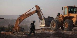 İsrail güçleri Filistinlilere ait yapıları yıktı