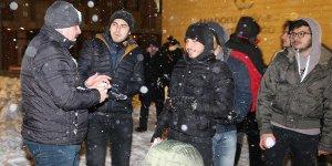 Rektör öğrencilerle kar topu oynadı