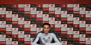 Liverpool Alexander-Arnold'ın sözleşmesini uzattı