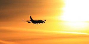 ABD'de uçak evin üzerine düştü: 5 ölü