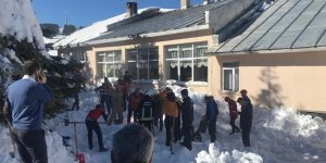 Son Dakika... Uludağ'da büyük şok! Bina çatısından kar kütlesi düştü