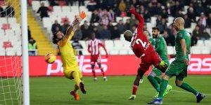 Sivasspor iç sahada galibiyet serisini sürdürdü