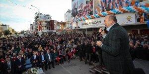 Mevlüt Çavuşoğlu: Tüm dünyada FETÖ'cü hainlerin ensesindeyiz