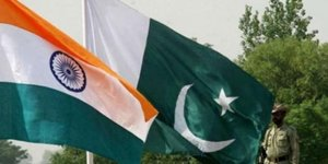 Pakistan, Hindistan Büyükelçisi'ni geri çağırdı