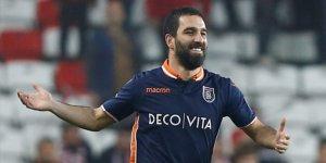 Antalyaspor-Başakşehir maçında Arda Turan'dan örnek hareket!